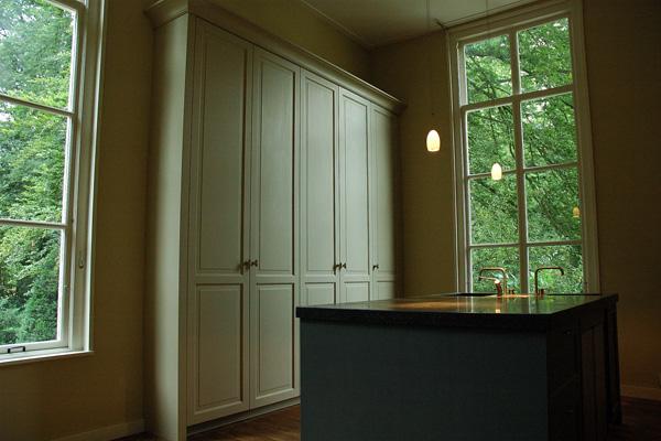 Hoge Kastenwand Keuken : Stefan de Vries